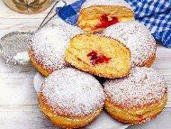 Рецепта Домашни понички с пълнеж от мармалад или шоколад (със сода)